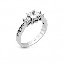 Zeghani Princess Cut Three Stone Graduating Diamond Engagement Ring